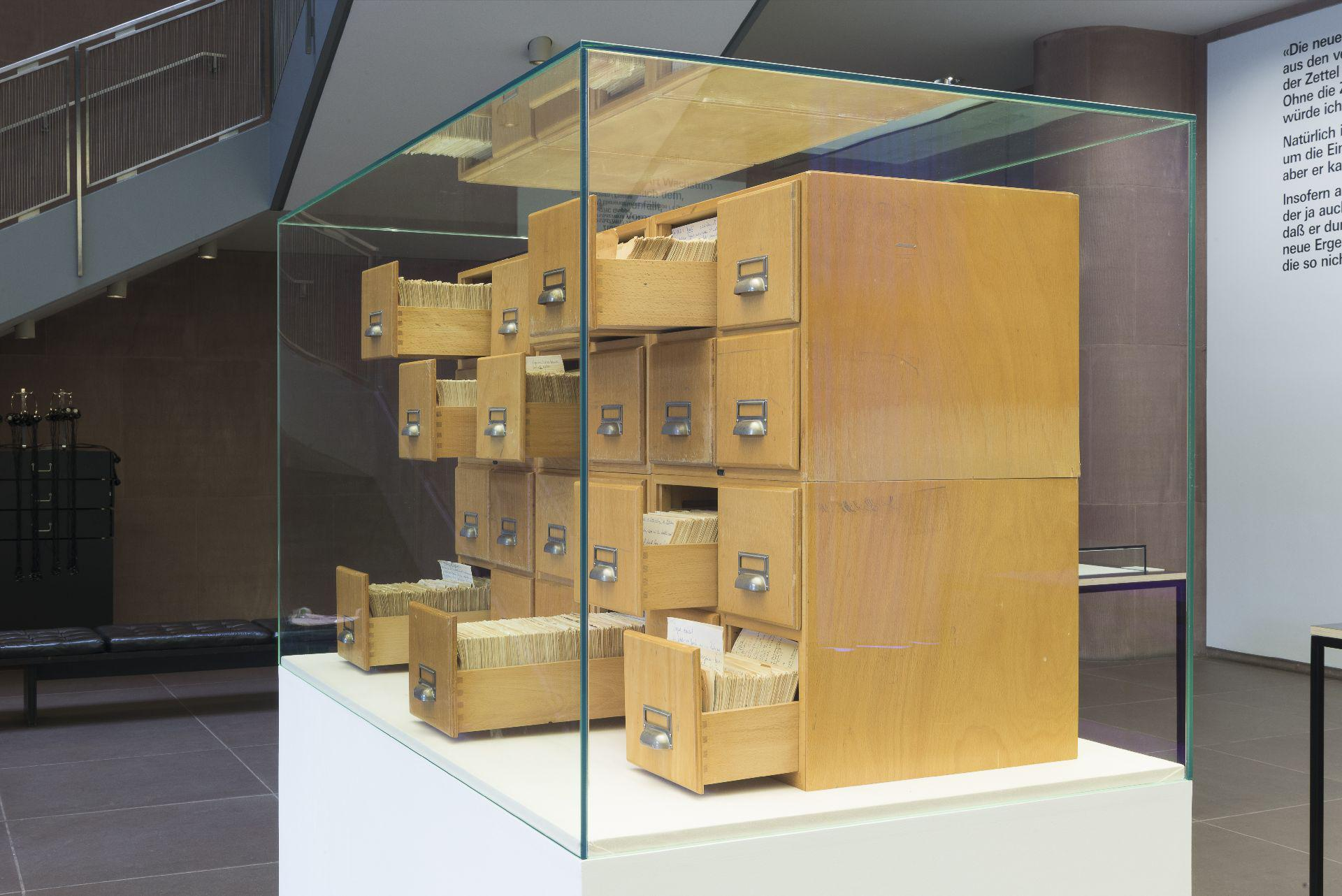 Картотека хранится в Билефельдском университете, в котором работал Луман
