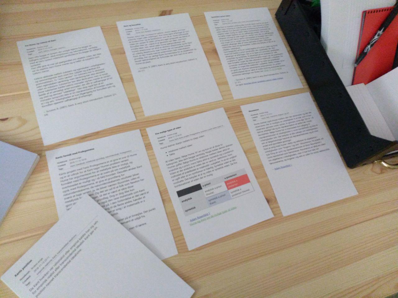 Бумажные заметки на настоящем столе удобнее, чем электронные — на рабочем столе компьютера